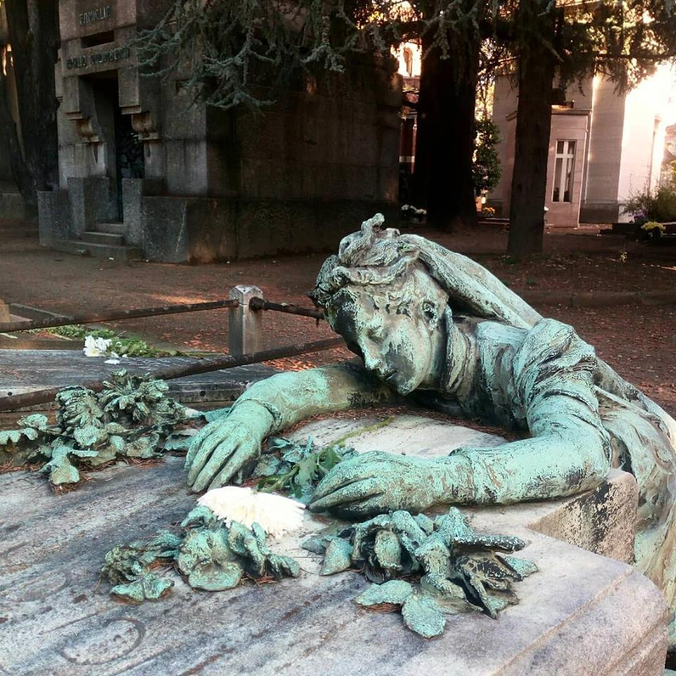 Le donne al cimitero monumentale